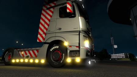 ETS2 SMALL LIGHTS + TURN SIGNALS 1.32.X